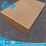 Panneau de mur en bois acoustique de panneau en aluminium perforé de nid d'abeilles