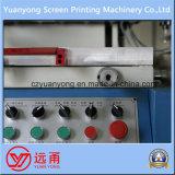 Uma máquina da impressora da tela de matéria têxtil da cor