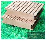 Decking oco de WPC com o Testure de madeira para fornecedores e campo de jogos do jardim
