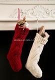 優雅な100%アクリルのハンドメイドのニットのクリスマスのストッキングの装飾