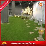 옥상정원 훈장과 정원사 노릇을 하기를 위한 인공적인 잔디 뗏장