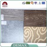 Étage en bois de planche de vinyle des graines gravé en relief par utilisation d'intérieur