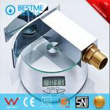 Mezclador del lavabo del grifo de la cascada de la buena calidad para el cuarto de baño (BM-B11120)