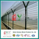 L'acier galvanisé recouvert de PVC l'aéroport de treillis soudé clôtures de barbelés à lames