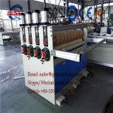泡立ったボードを解放し機械装置の作成に乗るために押出機機械PVCによってが自由にシート乗らせる機械装置PVCシートの装飾を泡立ったマッハPVCを作る