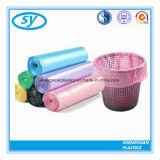 Sac d'ordures en plastique coloré personnalisé sur le roulis