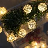 2018의 새로운 디자인 크리스마스 훈장을%s 다채로운 등나무 공 LED 끈 빛