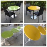 Superficie sólida y sillas y mesas de mármol