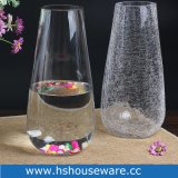 Vaso di vetro trasparente saltato