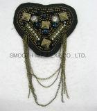 方法型によって玉を付けられるアップリケのモチーフの肩パッチの金属の鎖のアクセサリ