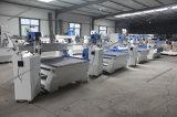 CNC de Machine van de Gravure van de Router bij Houtbewerking en de Reclame wordt gebruikt die