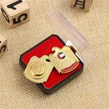 Aimant personnalisé de haut niveau Badge en métal or avec boîte en plastique