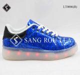 軽いOutsoleの熱い販売の子供そして女性LEDの靴
