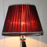 Lampada di seta rossa decorativa del tavolino da notte dello schermo dell'hotel antico