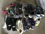 La fábrica suministra directo un precio más barato y los zapatos grandes de la segunda mano de la talla