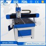 Taglio del MDF del PVC di legno che fa pubblicità alla macchina per incidere di CNC