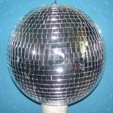 Fase RGBW travando a esfera de vidro redonda de Natal
