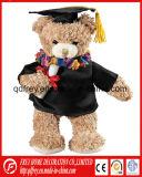 Adorable ours en peluche pour la saison de graduation