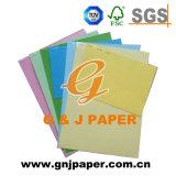 Diferentes tamaños de impresión colorida Tarjeta de papel en la hoja