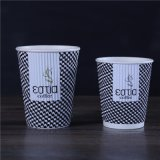 Différentes tailles de mur de l'ondulation de café chaud les tasses de papier