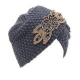 Женщины связали шлем крышки Индии зимы Bonnet тюрбана вязания крючком креста шлема цветка Rhinestone теплый (HW128)