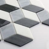 Piccole mattonelle di mosaico di vetro modellate nere e grige della parete della cucina