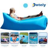 紫色の携帯用ソファーの速く膨脹可能な空気寝袋の折り畳み寝台