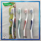 La brosse à dents des adultes personnels a combiné avec le traitement antidérapage