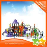 El plástico al aire libre multiusos del parque de atracciones resbala para los niños