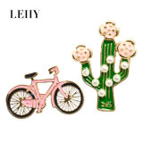 2PCS/Set真珠及び自転車のブローチが付いている緑のエナメルのサボテンのウチワサボテン