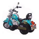Мотоцикл зеленого цвета для малышей, котор нужно ехать на игрушке