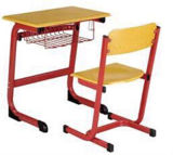 新しいデザインの学校の教室の机そして椅子