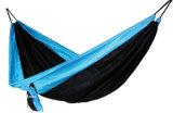 Im Freiengewebe-Fallschirm-kampierende Nylonhängematte