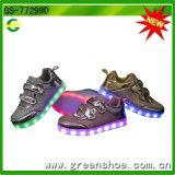 Regalos de Navidad LED que destellan los zapatos que encienden para arriba a los niños