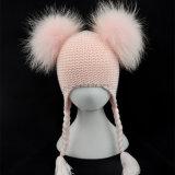 アライグマの毛皮POM Pomsが付いている冬によって編まれる帽子の男女兼用の帽子の帽子