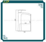 Grifo de cobre amarillo del fregadero del cuarto de baño del orificio de la alta subida solo