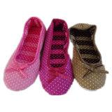Süßigkeit-Farben-junges Mädchen-geöffnete Zehe-Sprung-Hefterzufuhren