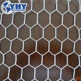 電流を通されたPVC上塗を施してある十六進鉄の金網の塀
