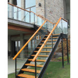 安全ステアケースの内部の鋼鉄階段まっすぐなステアケース