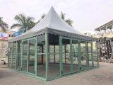 tenda esterna del Pagoda 5X5 con la Tabella e presidenza per il banchetto