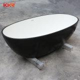 Moderno diseño en negro fuera blanco dentro de una superficie sólida bañera de patas