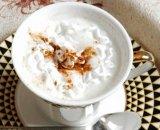 Köstlicher ausgereifter Cappuccino-schäumender Kaffee-Rahmtopf