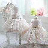 Langes Hülsen-Spitze-Blumen-Mädchen-Kleid-Brautkleid