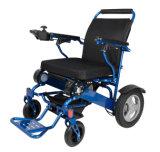 L'uso pesante del corpo allarga la lega di alluminio che piega la sedia a rotelle di energia elettrica