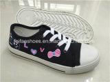 子供(ZL1219-12)のためのOEMの子供のレースの注入のズック靴の製造者