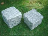 은 회색 자연적인 균열 또는 Bushhammered 또는 톱질했거나 타오른 화강암 입방체 또는 연석 조경 또는 정원 포장 도로 돌