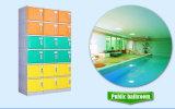 Armadio di plastica in stanza da bagno, nella piscina, nella molla calda o in hotel