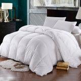 贅沢な綿織物のホテルの羽毛布団90%の白いガチョウはキルトにする