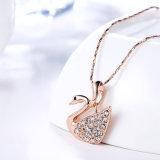 普及したラインストーンのアヒルの形の吊り下げ式のネックレスのローズの金によってめっきされる宝石類