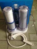 Purificador do água da torneira com tampa transparente e filtros em caixa seletivos e também o conetor universal